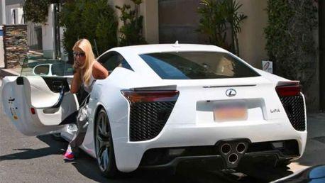 Paris-Hiltons-Lexus-LFA