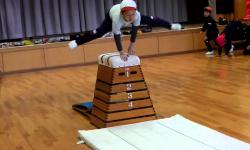 【虚弱】小学校で跳び箱が廃止の動き 事故が頻発、着地に失敗して下半身不随になった子も
