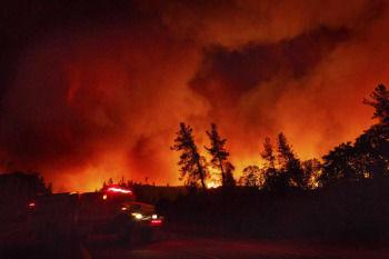 【災害】米カリフォルニア州の山火事、20か所で発生 鎮火のめど立たず