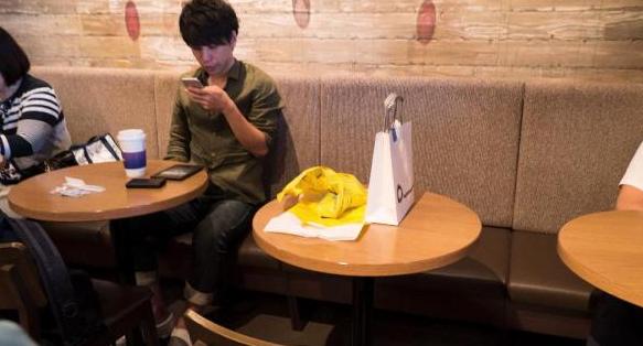 【注意】セルフ飲食店で「席取り」して盗難にあう悲劇が多発している模様