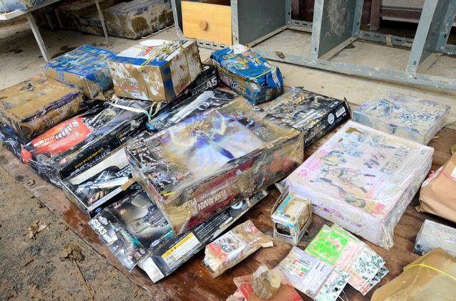 【悲報】プラモの聖地と呼ばれた店、水没 10万点のプラモ(総額1億円以上)がドロにまみれる