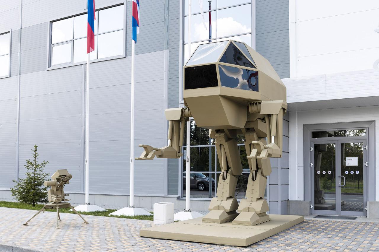 【ロボット】ロシアの兵器メーカー、ロボコップのアレっぽい「歩行戦車」を開発中