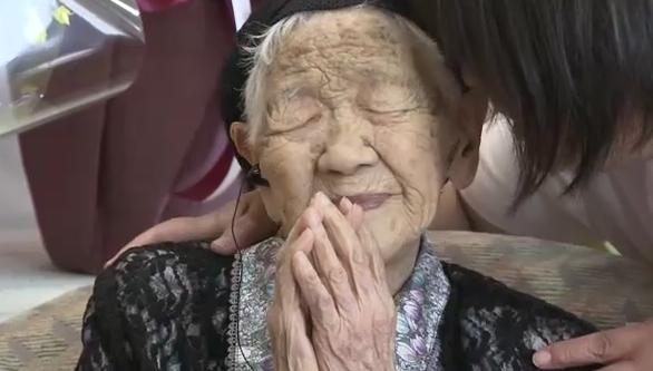 【動画あり】「まだ死ぬ気がしない」国内最高齢115歳の田中さん 炭酸飲料や缶のカフェオレを飲み毎日ゲーム楽しむ