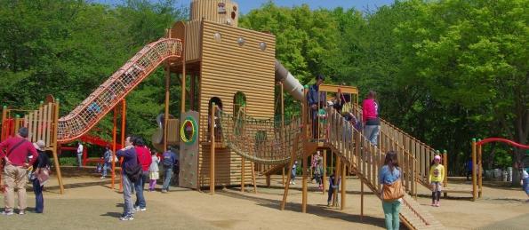 公園の砂場で遊んでいた少女二人から「砂をかけられた」と激高。土下座させた上、暴行を加えた51歳無職の男を逮捕