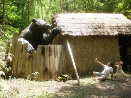 【恐怖】ヒグマ、飼い犬を襲い死骸を穴に埋め林に逃亡