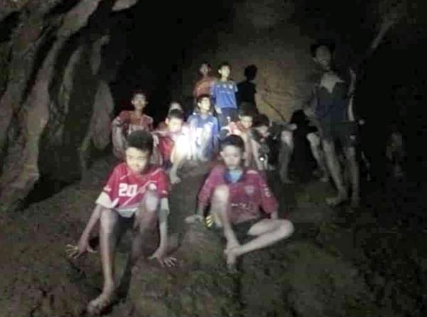 【朗報】FIFA、タイで洞窟に閉じ込められてる少年をワールドカップ決勝戦に招待! なお間に合わん模様【悲報】