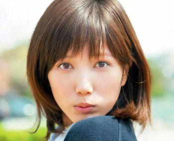 【朗報】本田翼、史上最速で登録者100万人突破!!