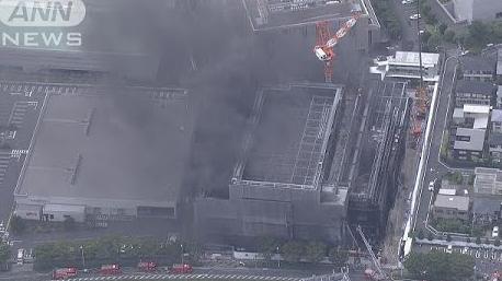 【悲報】5人死亡の建設中ビル火災、現場の作業員はコップの水で消火しようとしていたことが判明