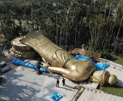 【驚愕】台風24号の強風で高さ25メートル、重さ40トンの観音菩薩が倒れる