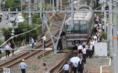 【悲報】Twitter「地震で電車が止まってるのに部長に何が何でも来いと言われたので新卒7人で連名で退職届出した」←嘘松