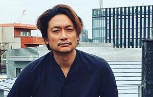 元SMAPの香取慎吾さん、バレンシアガを履きこなしとんでもないオーラを放つ