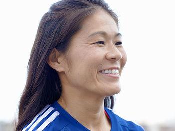 澤穂希さん、愛娘の身体能力に自身も驚き「1歳3カ月でドリブルしてます」