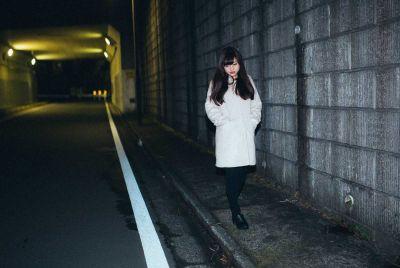 女さん「夜道を歩くときは男は女から200メートル以上離れて歩いて欲しい」