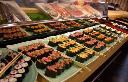 【悲報】「2度とくんな!!」 食べ放題のスシ100皿食った男が出入り禁止に