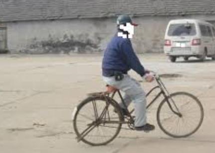 自転車に乗った男が、下校途中の男子児童の名前を呼び「暑いから気をつけや」と声をかけ立ち去る事案が発生