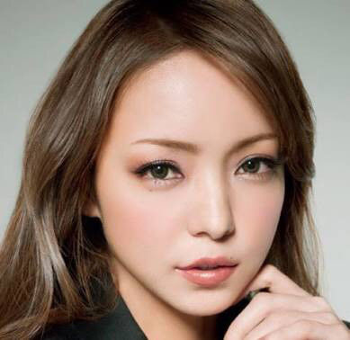 【画像】紅白に出てきた安室奈美恵(40)の顔が白すぎると話題にwwwwww