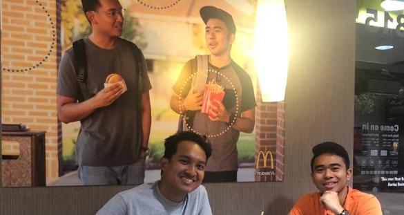 「なぜアジア人の写真がマクドナルドのポスターに無いの?」ポスターを自作し店舗に貼った男性ら称賛