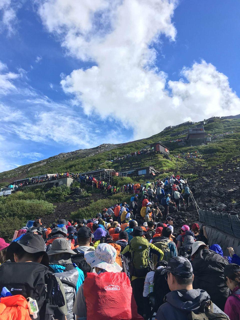 【悲報】富士山が大渋滞