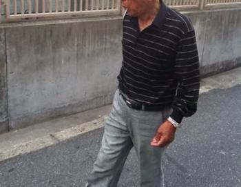 「連絡を取れたらうれしい」電信柱に恋文。電柱数十本に張り紙して女子高生(16)に求愛した66歳の爺ストーカー容疑で逮捕