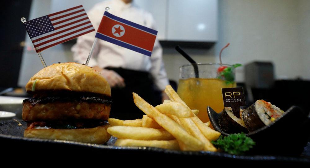 【うまそう】「トランプ・金バーガー」 米朝会談控えシンガポールで新作メニュー合戦勃発