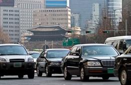 中国人「日本は経済大国なのになんで大きな車乗らないの?」