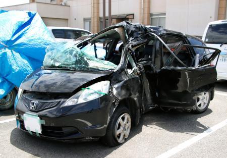 無免許運転で中央分離帯に衝突した少年(13)、なんと飲酒までしていた