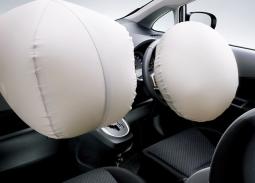 【衝撃】警察官は見た、その時エアバッグ開いたまま走る車を  泥酔状態で運転していた男性ドライバー(23)逮捕