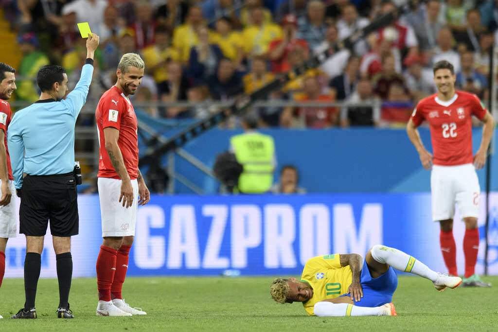 【物議】サッカーW杯に「VAR」必要なのか?不可解な判定に非難の声も