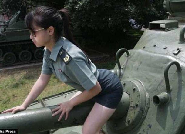 台湾美女モデル ミニスカ制服で軍事施設に無断で立ち入り撮影し問題に 軍関係者「本当にけしからん」