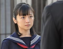 女子中生の雨がっぱ窃盗疑い、滋賀の会社員、山崎容疑者(45)逮捕 自宅から雨がっぱ100着近く発見