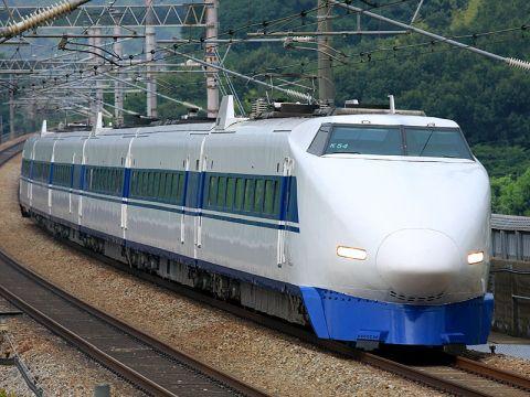 【困惑】JR西、トンネル内に社員を座らせ、新幹線の時速300キロを体感させる研修を実施 社員「何の意味があるのか」「見せしめのようだ」