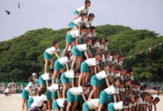 「カッとなった」中学教師、組体操中にふざけた生徒をボコボコにしてしまう