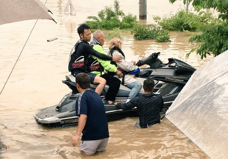 【朗報】水上バイク所有の一般人、救助で活躍しまくる!!