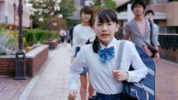 【上級者コンボ】男が女子中学生を追い抜く→ズボンを下ろす→うつ伏せに転倒→仰向けに回転→下半身を露出する