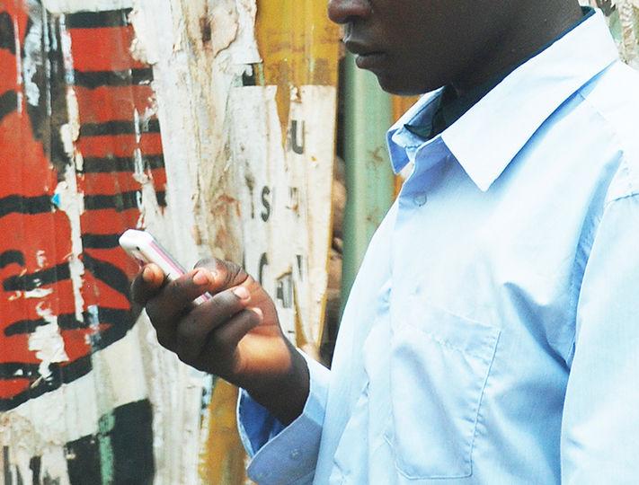 【悲報】ウガンダで「SNS税」が施行 「現代の鎖国」「怖すぎる」と悲鳴が続出