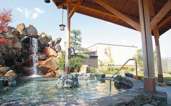 あしぎぬ温泉で客が露天風呂でマムシにかまれる    客「公の場が管理が不行き届きで言語道断」