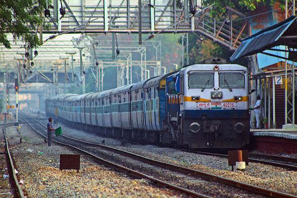 【朗報】人身売買で列車に乗せられた26人の少女が、乗客のツイートで救出される