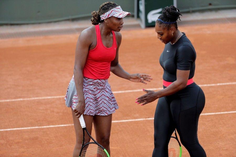 【画像】 女子テニス選手「セリーナ・ウィリアムズのウエアおかしいだろ。ルール守れないなら裸でやれ」