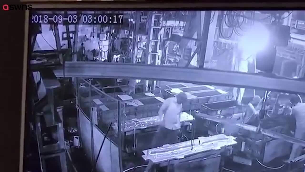 【監視動画】工場長が悪質なイタズラで従業員を死なせ逃亡