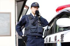警察官「暑いなあ。パンツ脱ごっと」
