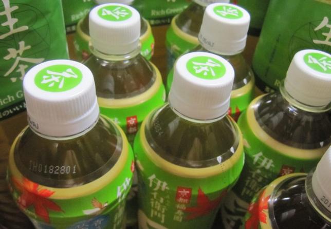 【悲報】中学生「暑くて熱中症になりそう。緑茶買お」 教師「買い食い禁止!反省文書け!!」←物議に