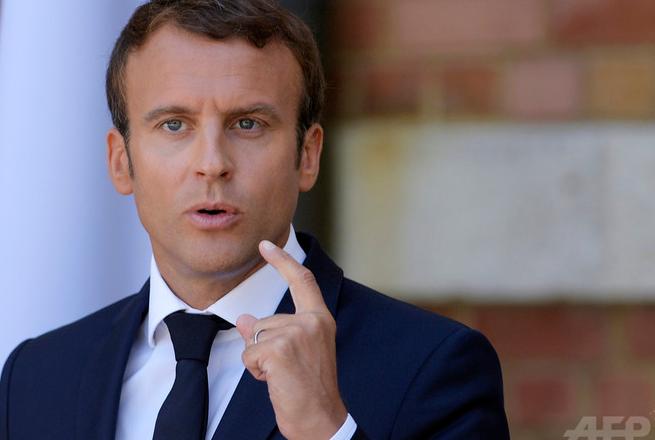 【悲報】仏大統領マクロン氏、愛称で呼んだ少年を注意 「大統領と呼びなさい」
