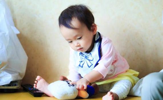 【1歳児餓死】保育所「1歳児が虐待されとる。助けたれや」市役所「…親子関係良好っと(キュキュッ)」