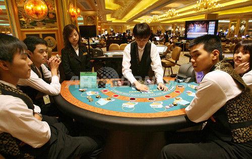 横浜でカジノ店開き客に賭博させる 容疑の店長ら逮捕