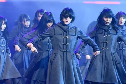 【悲報】欅坂のメンバーが生放送に倒れる→youtubeコメント「体調悪いアピールして何がしたい?」