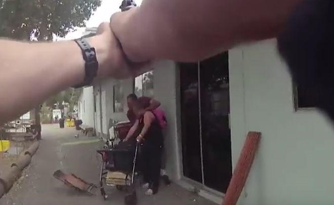 【悲報】凶器を持った男が女性を人質とる→警察が容疑者に一斉発砲するも人質まで殺してしまう