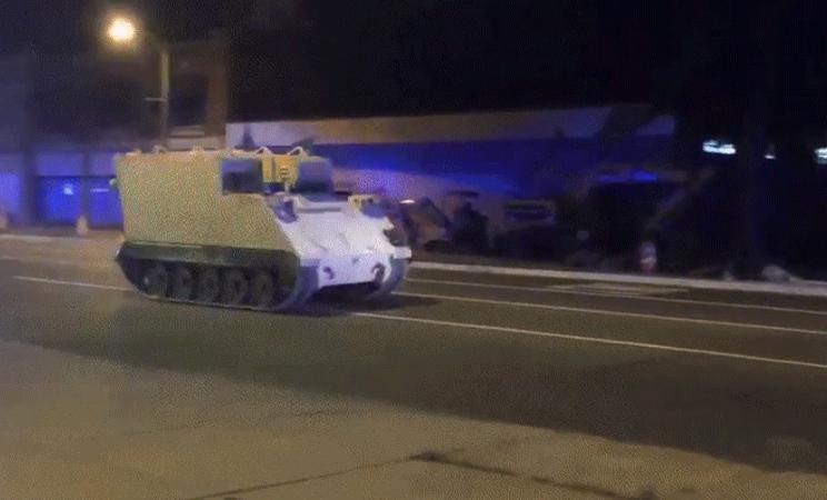 【驚愕】2時間に渡ってカーチェイス…盗んだ軍の装甲車で