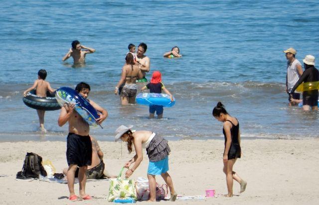【悲報】海水浴客 1970年代の10分の1以下に減少 湘南でもガラガラだぞ