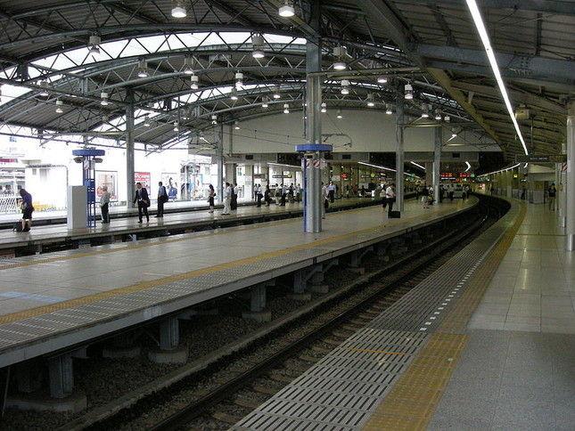 【東京】改札前に人糞とみられる汚物散乱!通勤ラッシュの西武池袋駅で「惨事」が…駅員ら掃除に血眼 「人がしたとは思えないくらいの量」