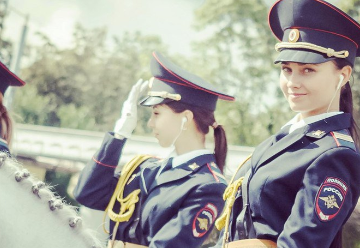 【画像】ロシアの女性騎馬警官、美しすぎて日本人の心をつかむwwww